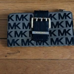 Michael Kors MK signature Wallet